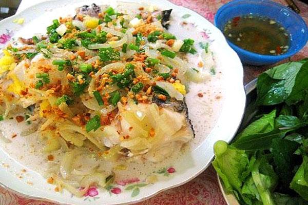 Thưởng thức món cá lóc hấp nước dừa