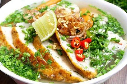 Thưởng thức món bánh canh chả cá thu chuẩn vị Phú Quốc