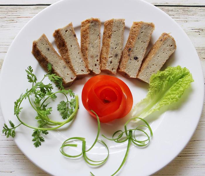 Chả cá thu chính là sự khác biệt được yêu thích của món bánh canh chả cá thu Phú Quốc
